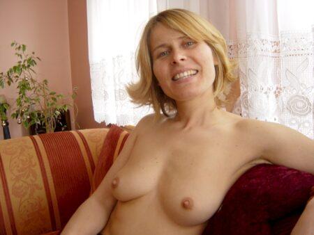 Chienne sexy vraiment très sexy recherche un gars séduisant