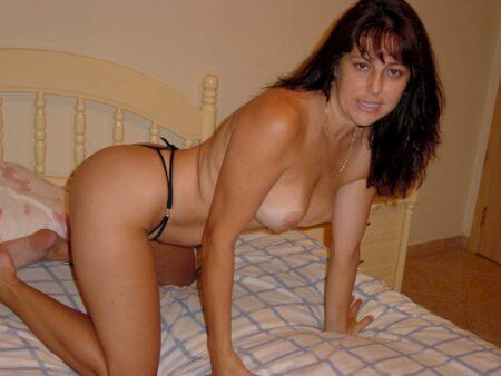 Cougar sexy très mignonne cherche un gars soumis